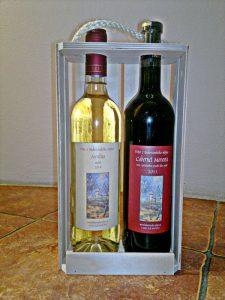 2-lahve-vina-v-drevenem-nosici