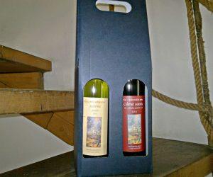 2-lahve-vina-v-papirovem-kartonu